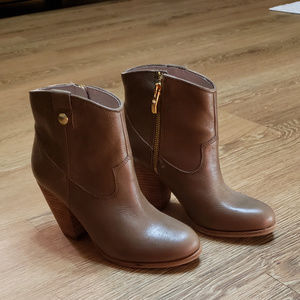 Vince Camuto Leather Brown Boots!